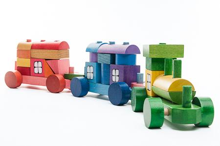 Trenulet colorat din cuburi 0