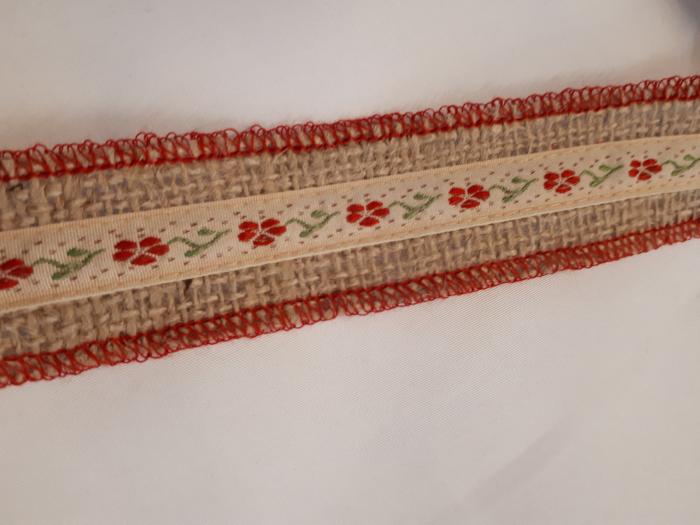 Banda decorativa din iuta cu aplicatie pe mijloc, 30 mm [0]