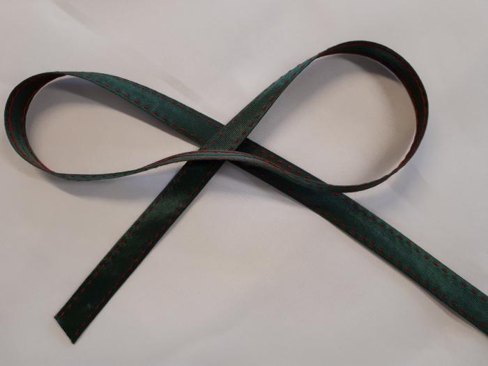 Banda verde cu cusatura decorativa manuala rosie, 14mm 0