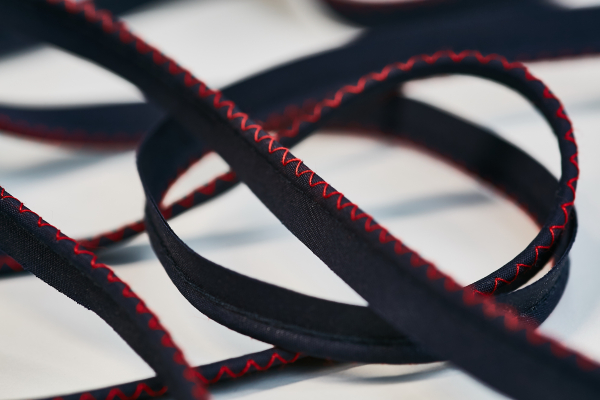 Piping cu snur de 3mm si cusatura decorativa zig-zag - 20 m 2