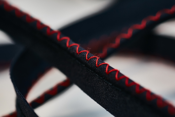 Piping cu snur de 3mm si cusatura decorativa zig-zag - 20 m 0