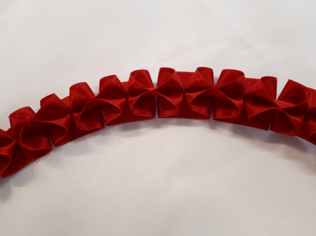 Banda decorativa rosie cu model fundite, cusuta manual [0]