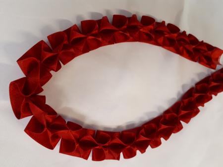 Banda decorativa rosie cu model fundite, cusuta manual [1]