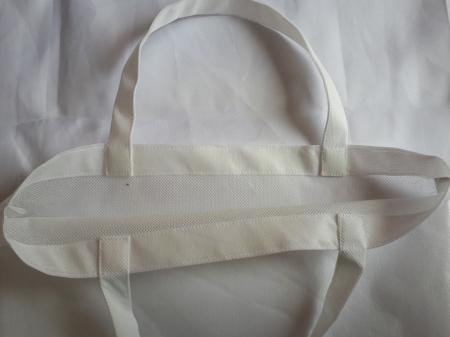Sacosa din material netesut alb, 37 x 40 cm2