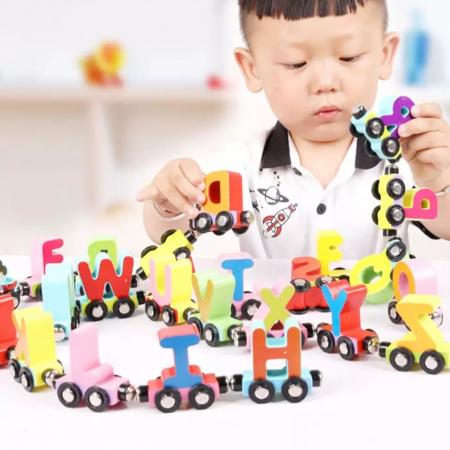 Trenulet din lemn cu vagoane magnetice, literele alfabetului, multicolor [4]