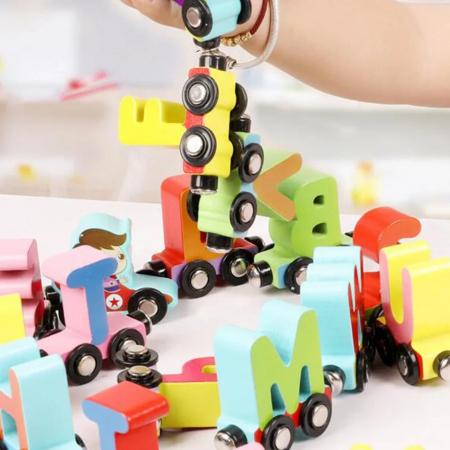 Trenulet din lemn cu vagoane magnetice, literele alfabetului, multicolor [3]