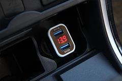 Încărcător auto 2xUSB + tester de tensiune a bateriei TEST-04 1