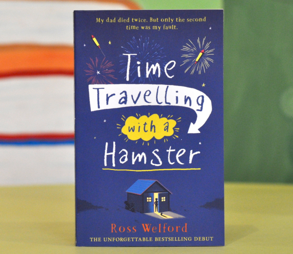 TIME TRAVELLING WITH A HAMSTER - Ross Welford 0