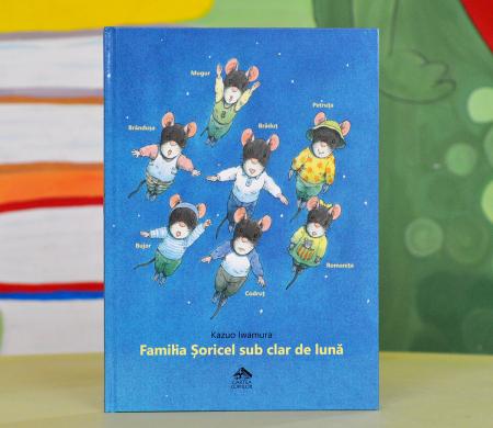 FAMILIA ȘORICEL SUB CLAR DE LUNĂ - Kazuo Iwamura0
