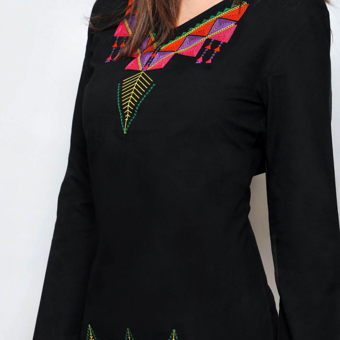 Rochie neagra cu broderie model etnic 3