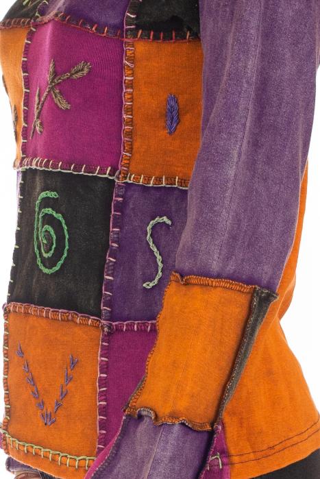 Bluza colorata cu patch-uri 3