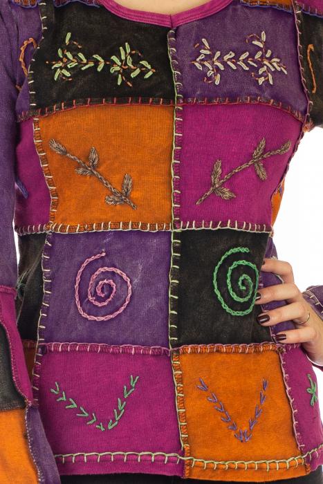 Bluza colorata cu patch-uri 1