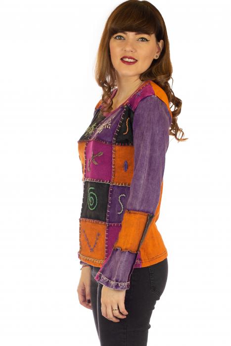 Bluza colorata cu patch-uri 2