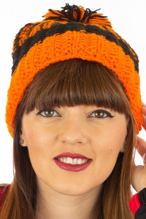 Caciula din lana - Orange and Black 4