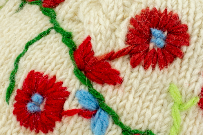 Caciula din lana Flowers - White 2
