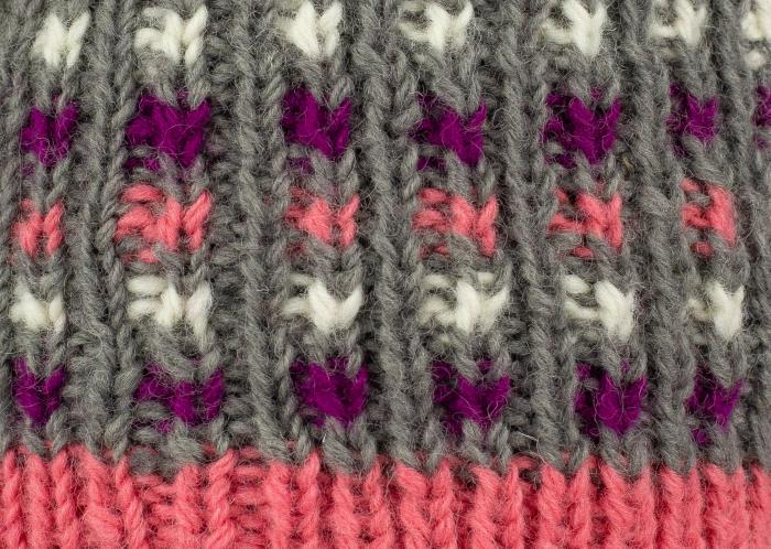 Caciula din lana - Pink bits 3