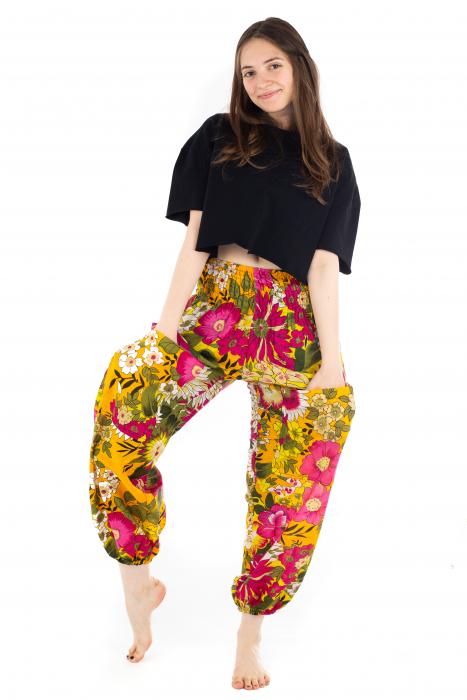 Pantaloni cu banda elastica si motive florale [4]