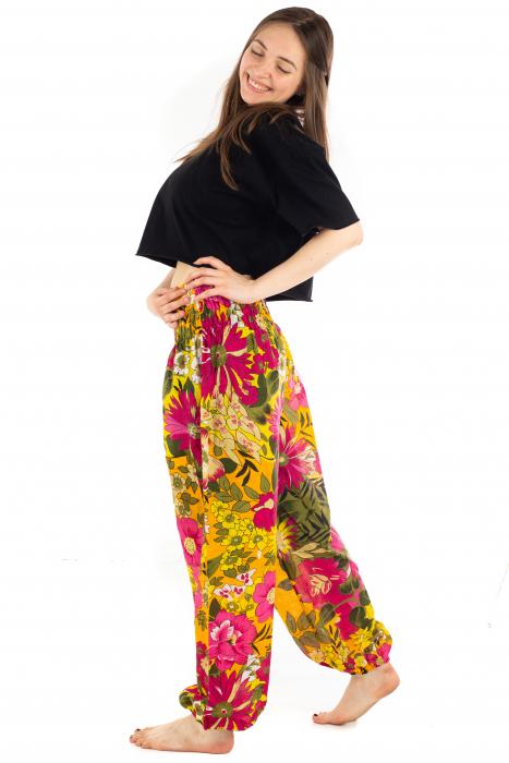 Pantaloni cu banda elastica si motive florale [2]