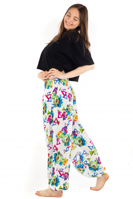 Pantaloni cu banda elastica si motive geometrice [2]