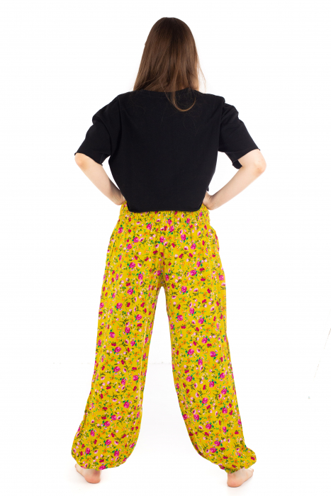 Pantaloni din rayon cu elemente florale [3]