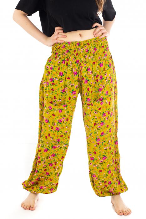Pantaloni din rayon cu elemente florale [0]