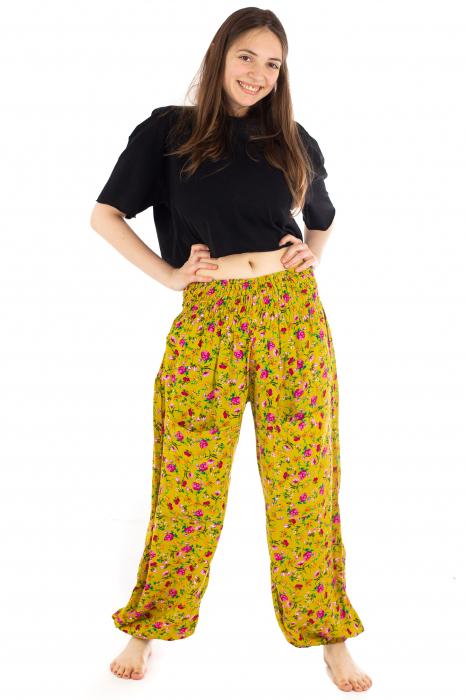 Pantaloni din rayon cu elemente florale [1]
