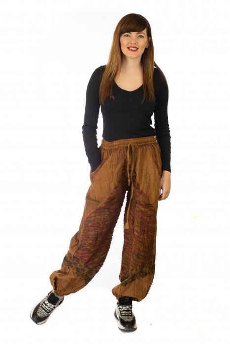 Pantaloni lejeri cu print si accente razor-cut - Maro 0