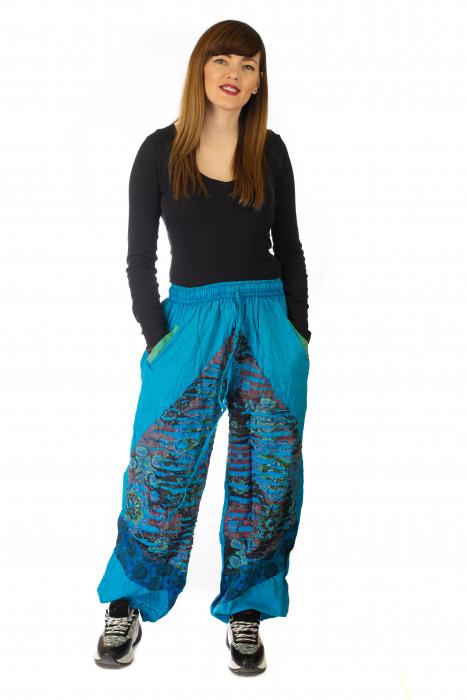 Pantaloni lejeri cu print si accente razor-cut - Albastru 3 2