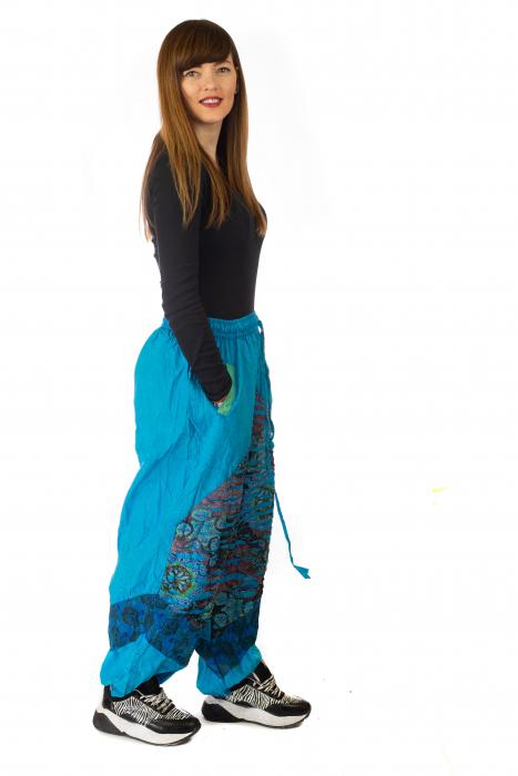 Pantaloni lejeri cu print si accente razor-cut - Albastru 3 4
