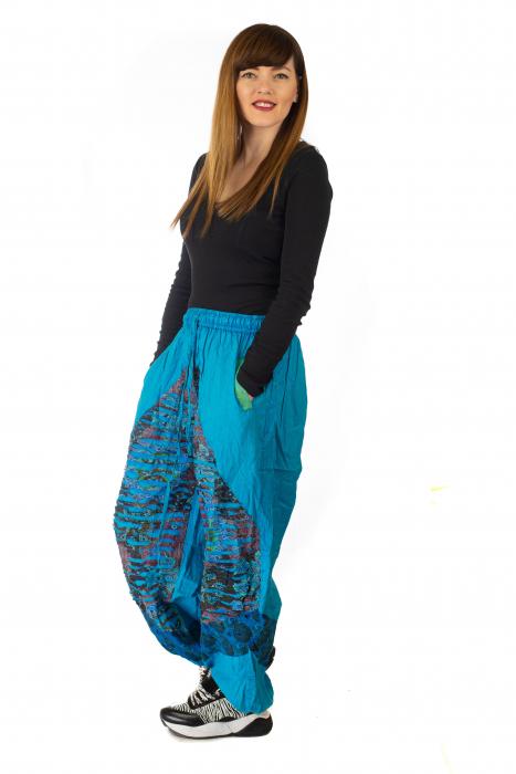 Pantaloni lejeri cu print si accente razor-cut - Albastru 3 3