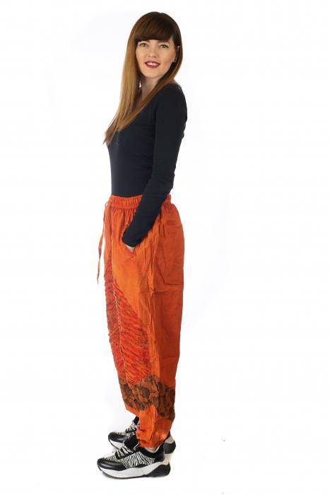 Pantaloni lejeri cu print si accente razor-cut - Portocaliu model 1 3