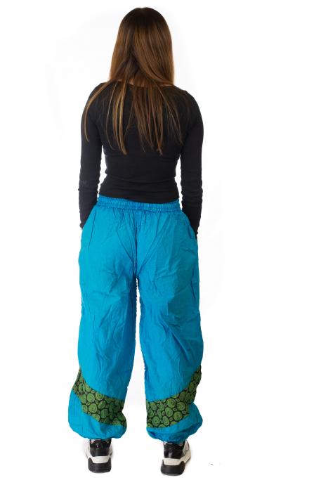 Pantaloni lejeri cu print si accente razor-cut - Albastru 2 5