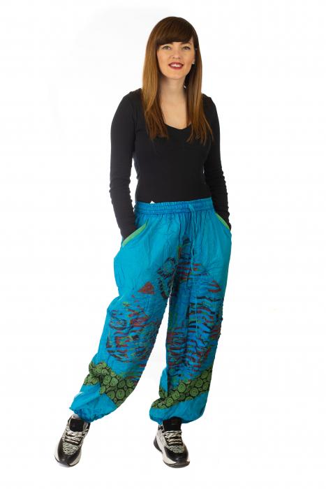 Pantaloni lejeri cu print si accente razor-cut - Albastru 2 1