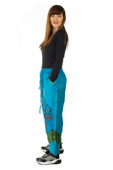 Pantaloni lejeri cu print si accente razor-cut - Albastru 2 3