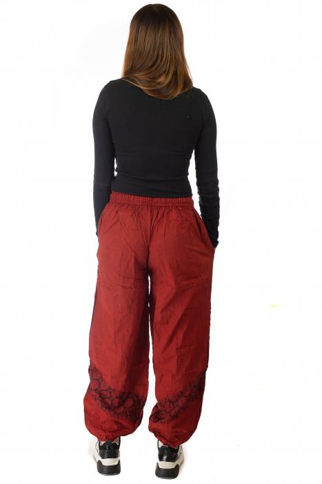 Pantaloni lejeri cu print si accente razor-cut - Rosu 4