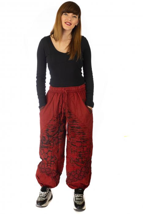 Pantaloni lejeri cu print si accente razor-cut - Rosu 0