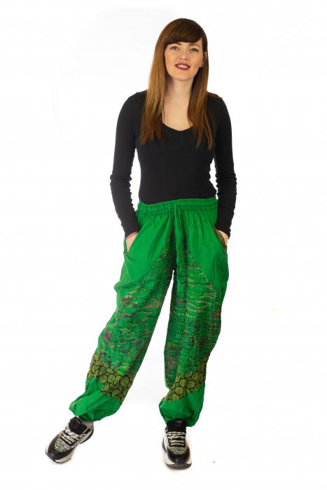 Pantaloni lejeri cu print si accente razor-cut - Verde 1