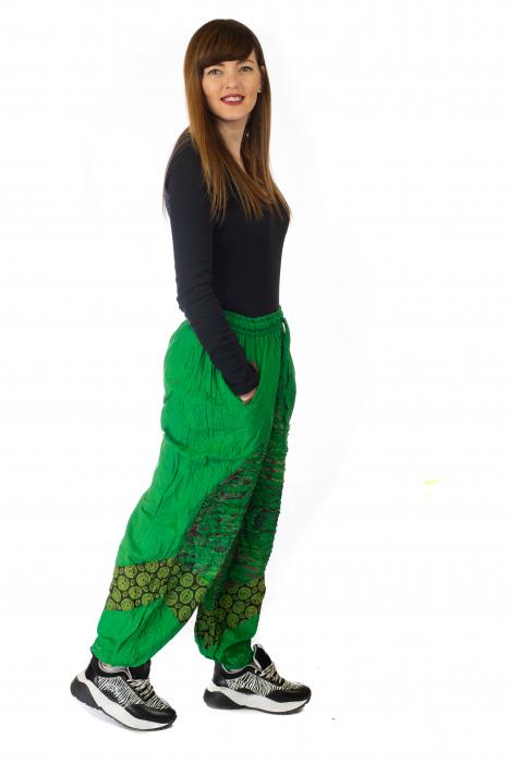 Pantaloni lejeri cu print si accente razor-cut - Verde 4