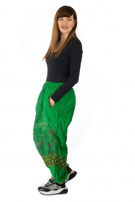 Pantaloni lejeri cu print si accente razor-cut - Verde 3