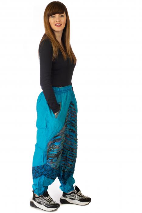 Pantaloni lejeri cu print si accente razor-cut - Albastru 4 4