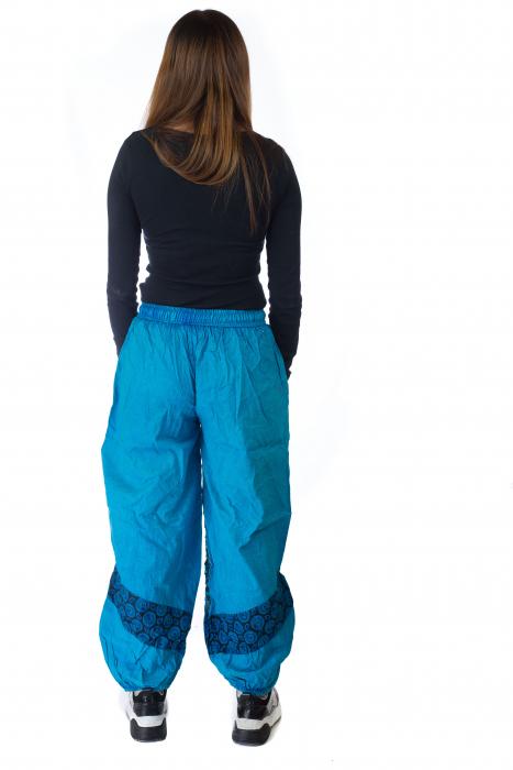 Pantaloni lejeri cu print si accente razor-cut - Albastru 4 5