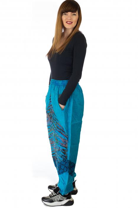 Pantaloni lejeri cu print si accente razor-cut - Albastru 4 3