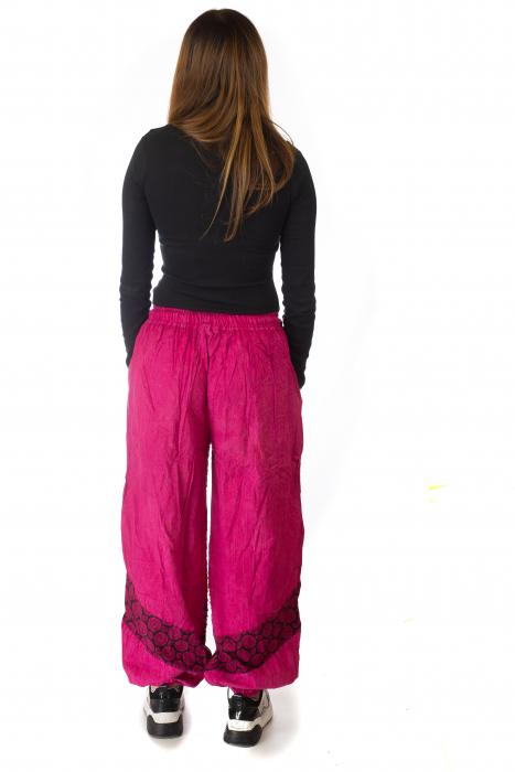 Pantaloni lejeri cu print si accente razor-cut - Roz 6