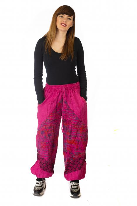 Pantaloni lejeri cu print si accente razor-cut - Roz 2