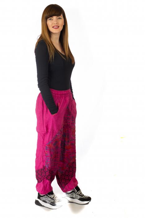 Pantaloni lejeri cu print si accente razor-cut - Roz 5