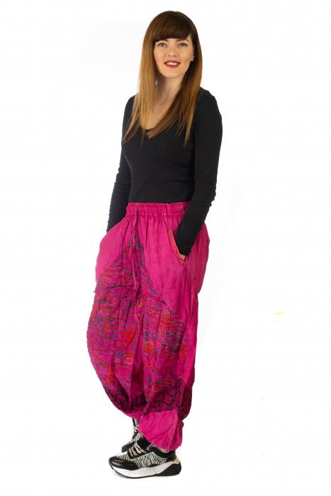 Pantaloni lejeri cu print si accente razor-cut - Roz 3