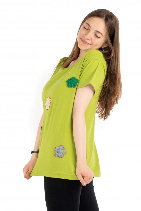 Tricou verde cu floricele brodate [2]