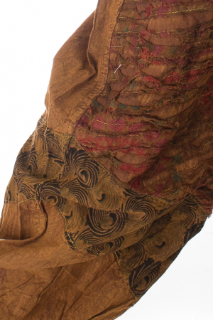Pantaloni lejeri cu print si accente razor-cut - Maro2