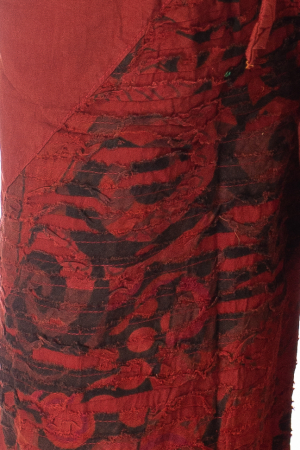 Pantaloni lejeri cu print si accente razor-cut - Rosu2