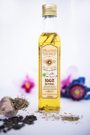 Ulei de floarea-soarelui cu mărar și usturoi0